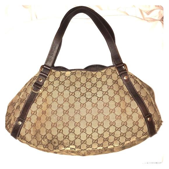 14a5a1f7d GUCCI Monogram Medium Abbey Shoulder Bag Brown. Gucci.  M_5bb43bbfaa87704e6b9d6841. M_5bb43bc0c9bf509855c10b31.  M_5bb43bc2534ef90531308914